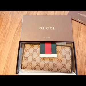 Authentic Brown leather Gucci Wallet.